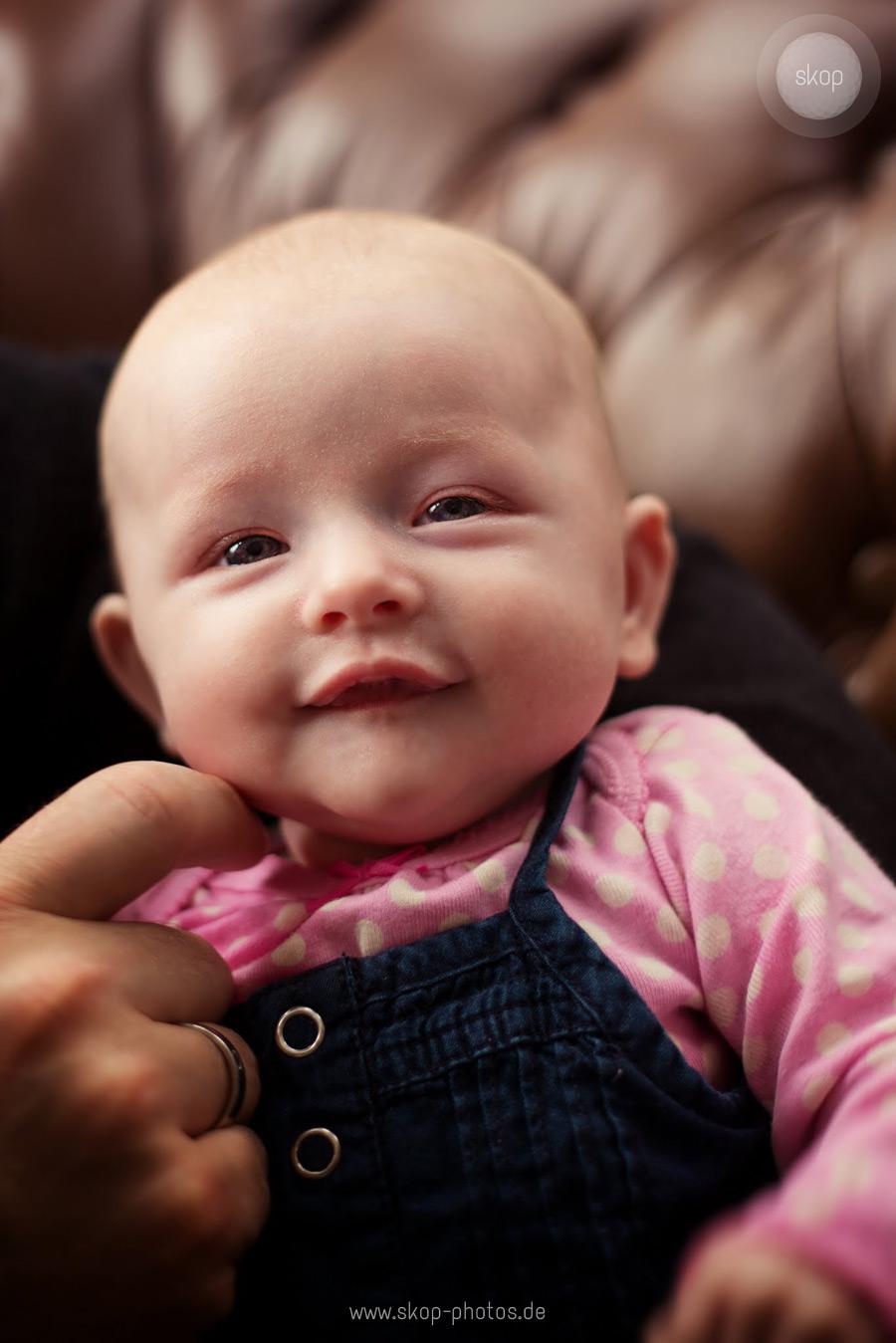 neugeborenenfotos_babyfotos_hochzeit_fotograf_muenchen_guenstig_nach_hause.jpg