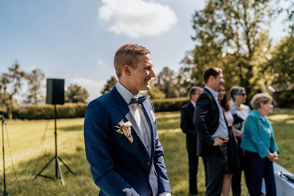 bräutigam wartet